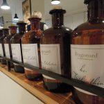 parfumflessen op plank