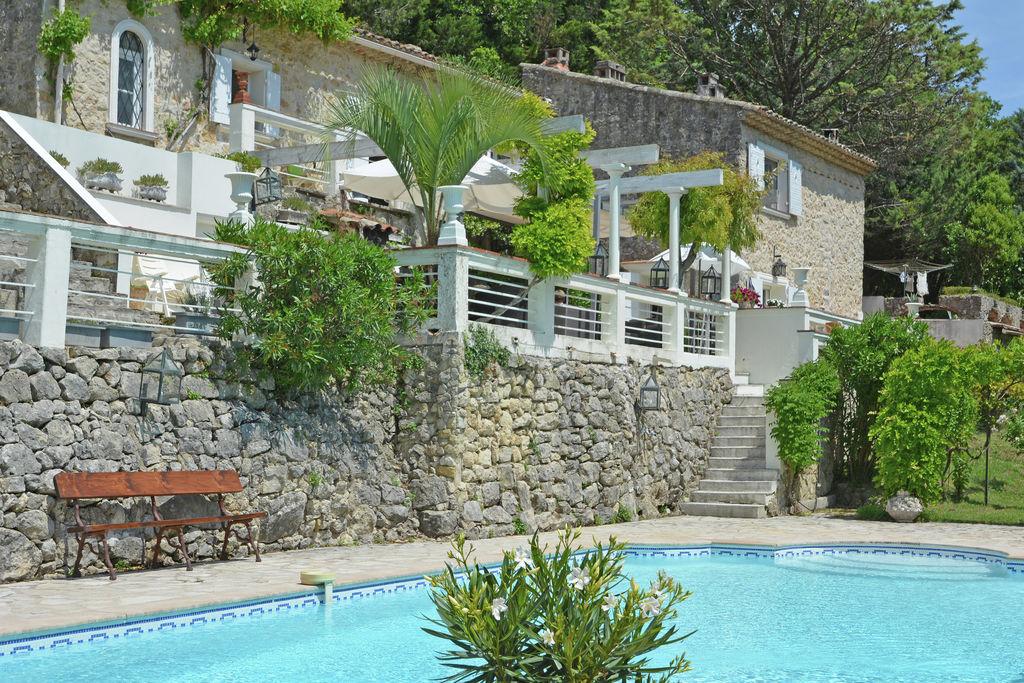 Een deel van provençaalse huis van klein typisch stadje in de