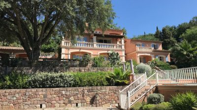 Roquebrune-s-Argens, spacious detached villa with the allure of a Provençal Chateau!