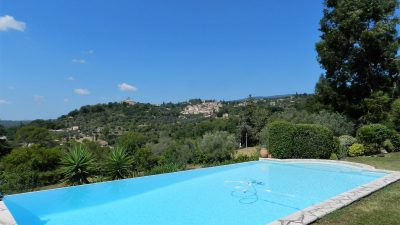 Beautiful villa with 4 bedrooms, 3 bathrooms & pool in Tourrettes