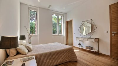 Large, charming and newly renovated apartment close to the center of Antibes