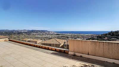 Three-bed apartment with sea view, secured domain in Mandelieu Bellevue