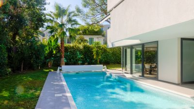 A modern villa with pool in the best location in Antibes