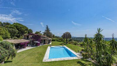 Magnifique propriété 405 m², piscine, tennis, vue mer panoramique à la Colle sur Loup