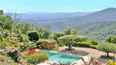 Stone-built villa In the midst of nature and large forests in La Garde Freinet