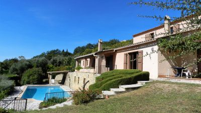 Spacious rooms, separate studio, extensive views in Montauroux
