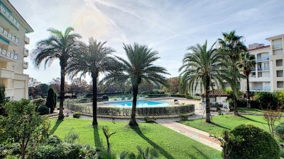 Three-bedroom apartment with large terraces, near the beach in Juan-les-Pins