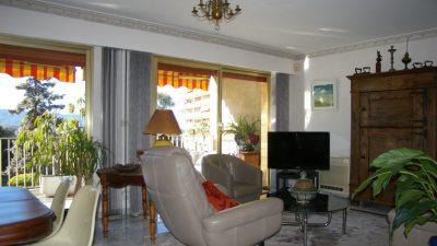 Magnifique appartement de 3 chambres avec petite vue sur la mer