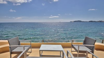 Seasonal rental, Exceptional and Paradise, House feet in the water