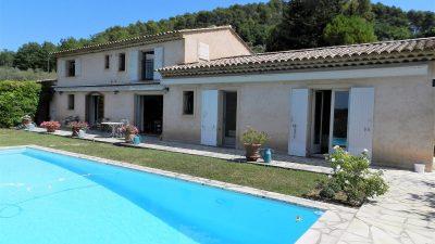 Belle villa avec 4 chambres, 3 salles de bains, piscine à Tourrettes.