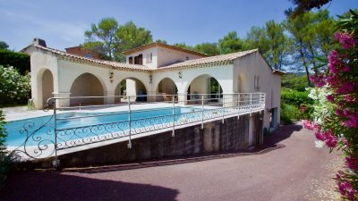 Saint Raphaël - Fraai gelegen 6 kamer villa met garage en zwembad
