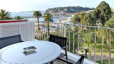 Renovated two-bed apartment, terrace, loggia, sea view in the Port of Nice