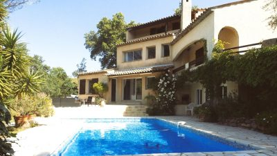 Quiet, architect villa with pool and independent studio in Peymeinade