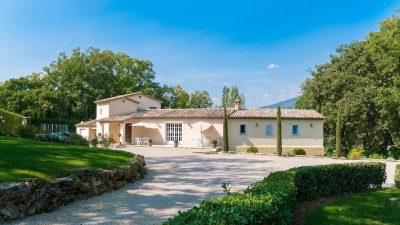 Wonderful luxury villa with lovely views close to Valbonne