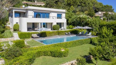 Beautiful contemporary villa, panoramic sea view on the heights of Golfe-Juan