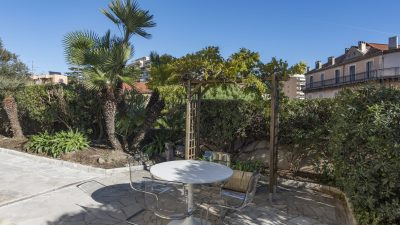 Lovely two-bed Bourgeois style apartment, Plage du Midi area in Cannes