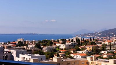 Two-bed apartment, terrace, sea view, pool, tennis courts, caretaker in Antibes