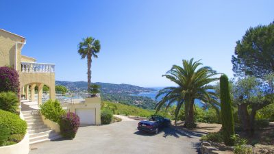Sainte Maxime - Ruime 3-laagse villa met 180º zeezicht