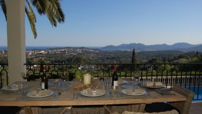 Beautiful villa with panoramic views in walking distanbce of Mougins village