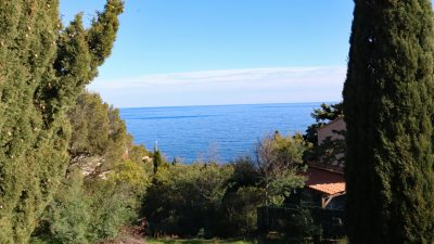 Semi-detached house, 3 bedrooms, sea and mountain views in Anthéor, Saint-Raphaël
