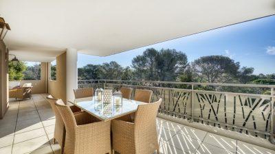 Magnifique trois pièces avec grande terrasse et échappée mer à Saint-Raphaël