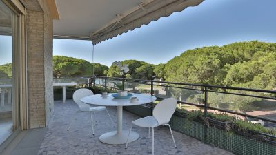 Bright, three-bed apartment of 106 m², terrace, sea view, on la Croisette in Cannes