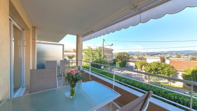 Recent two-bed apartment, pool, clear views, Mont Boron area, Nice