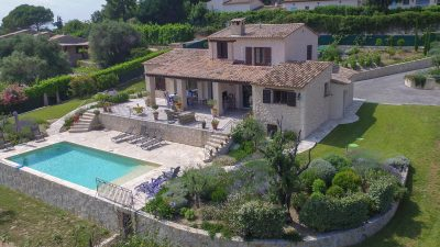 Beautiful renovated villa with pool and view over the old village of Mougins
