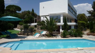 Villa, sea views, 5/6 bedrooms, separate apartment in Les Issambres
