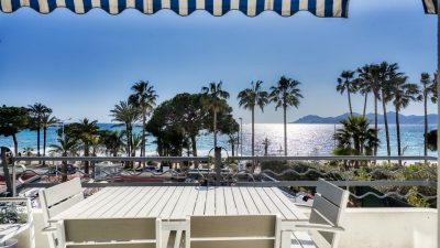 Fully renovated, bright 2-bed-apartment, sea view on the Croisette in Cannes