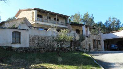 Belle maison de pierre sur 2.3 hectares, appartement séparé, vaste garage, aux Arcs