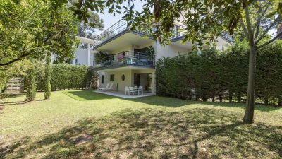 Lovely two-bed apartment,  large garden, pool in Cannes Montfleury