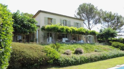Beautiful provencal mansion in gated domain with panoramic views