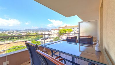 Recent two-bed apartment, pool, panoramic views, Mont Boron area Nice