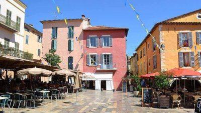 Maison de village exceptionnelle sur la magnifique place de Valbonne