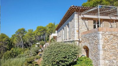 Stunning property with panoramic views close to Tourtour village