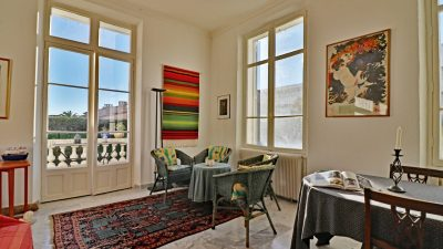 Luxurious three-bedroom apartment in historical villa in Saint-Raphaël