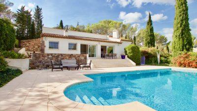 Tour de Mare –  Luxueuse villa prête à emménager – avec superbes vues.