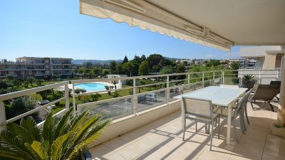 Three-beds, terrace, garages, recent residence with pool in Antibes
