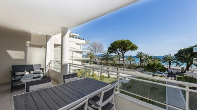 Two-bedroom apartment with sea view and terrace, near beaches in Cannes