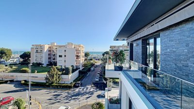 Luxurious 94 m² top floor apartment, Les Vespins area in Saint-Laurent-du-Var
