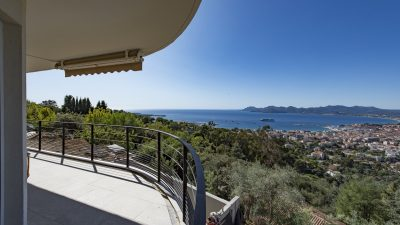 Two- bed apartment, terrace, panoramic sea view in Super Cannes